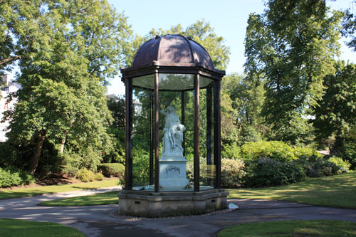 Memorial to the Victoria Hall tragedy Mowbray Park