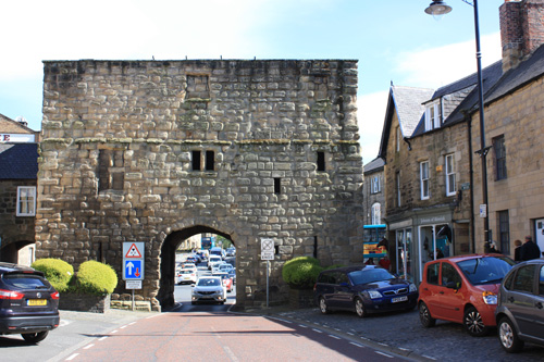 The Hotspur gate, Alnwick from Bondgate Within. Photo copyright David Simpson 2018