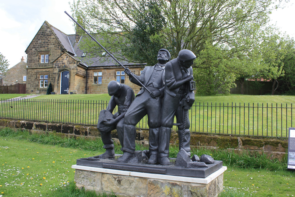 Spirit of East Cleveland : Ironstone miners sculpture by William Harling