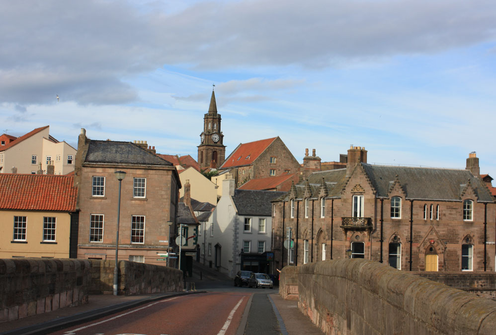 Approach to the town from Berwick Bridge