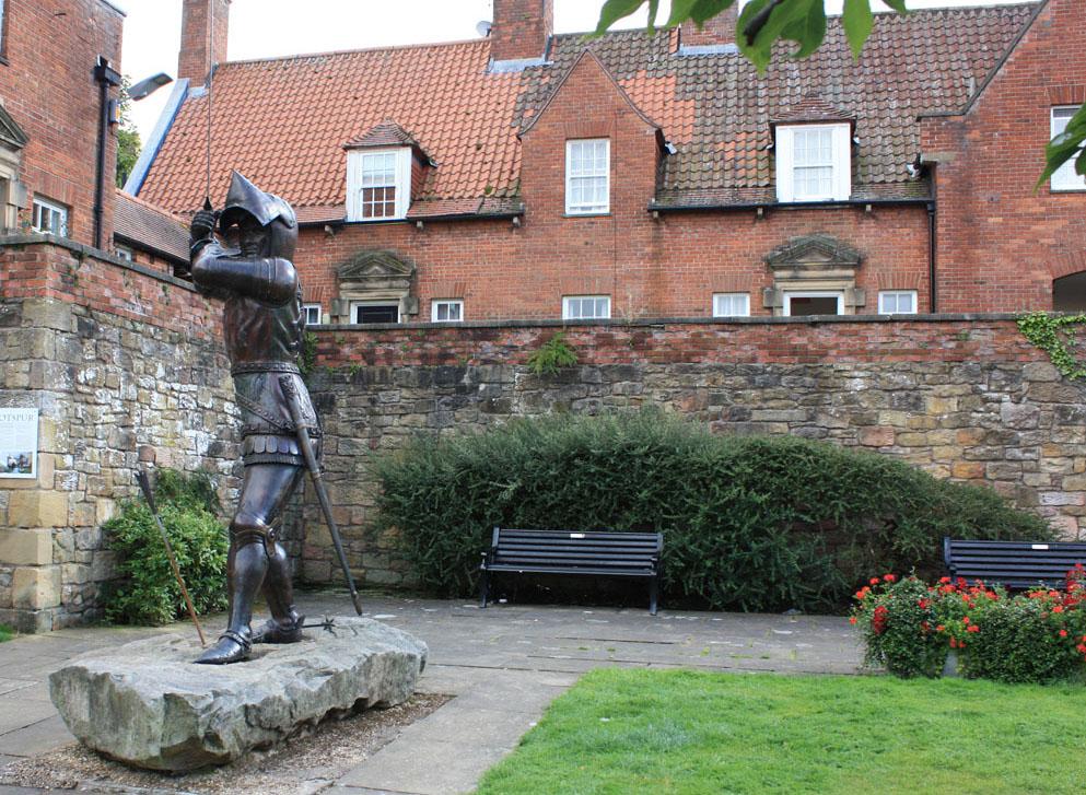Harry Hotspur statue, Alnwick